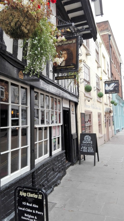 TOP 100 PUBS – KING CHARLES II, WORCESTER